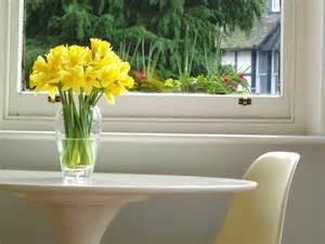 small vase of daffodills